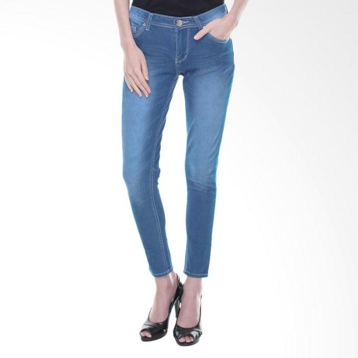 1. Bosan Dnegan Celana Itu Itu Saja, Tambahkan Saja Desain Pola Di Ujung Celananya