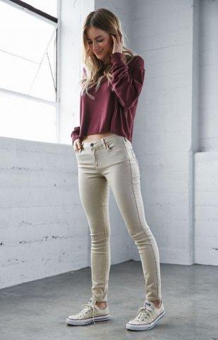4. Tampil Stylish Dengan Skinny Jeans